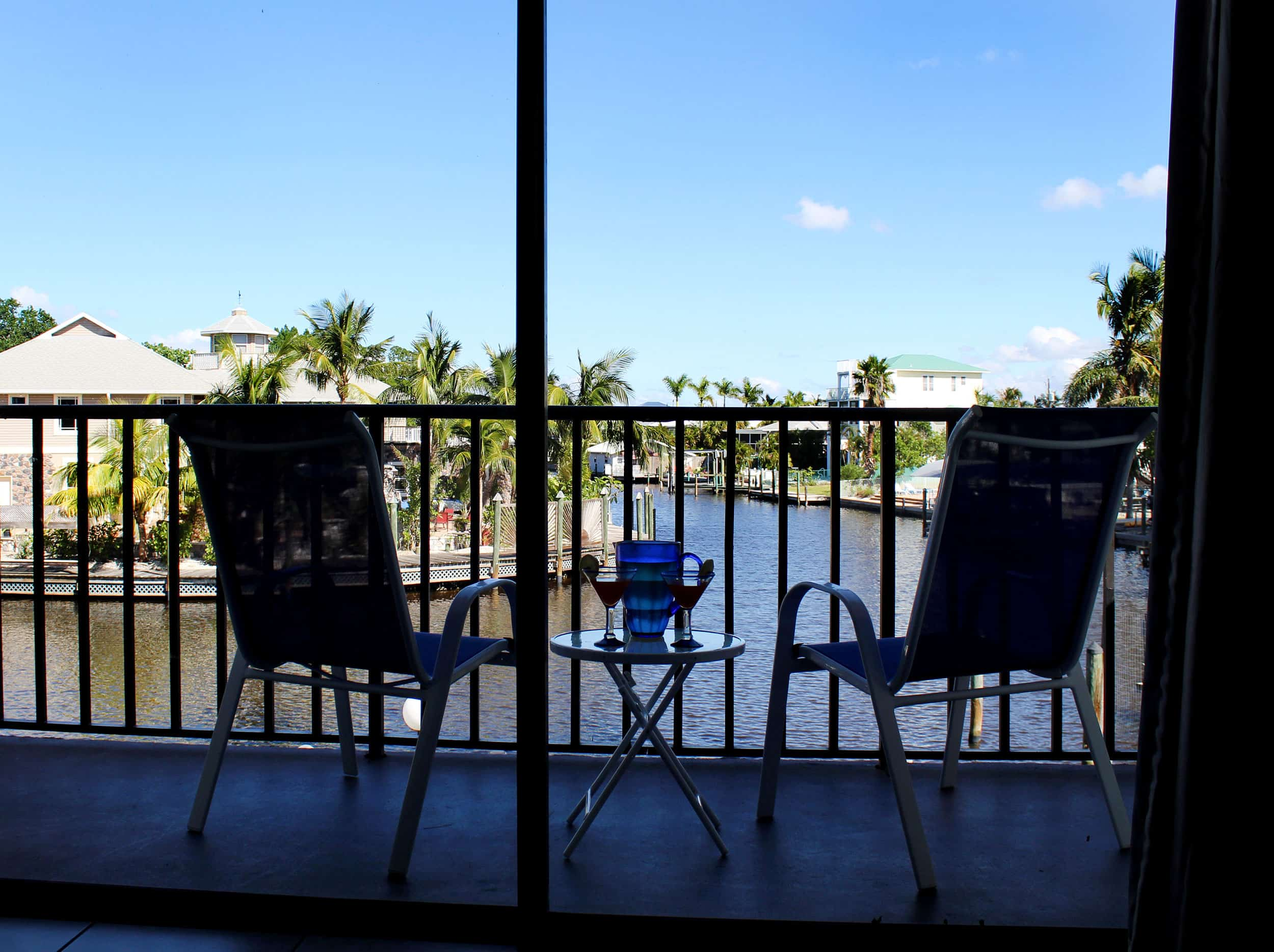 Bay Inn Deluxe Suite | Balcony | Rooms Available
