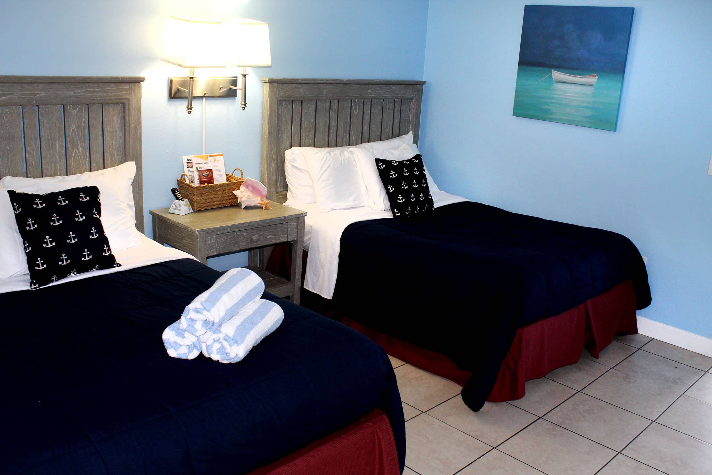 Bay Inn Deluxe Suite | Bedroom | Rooms Available