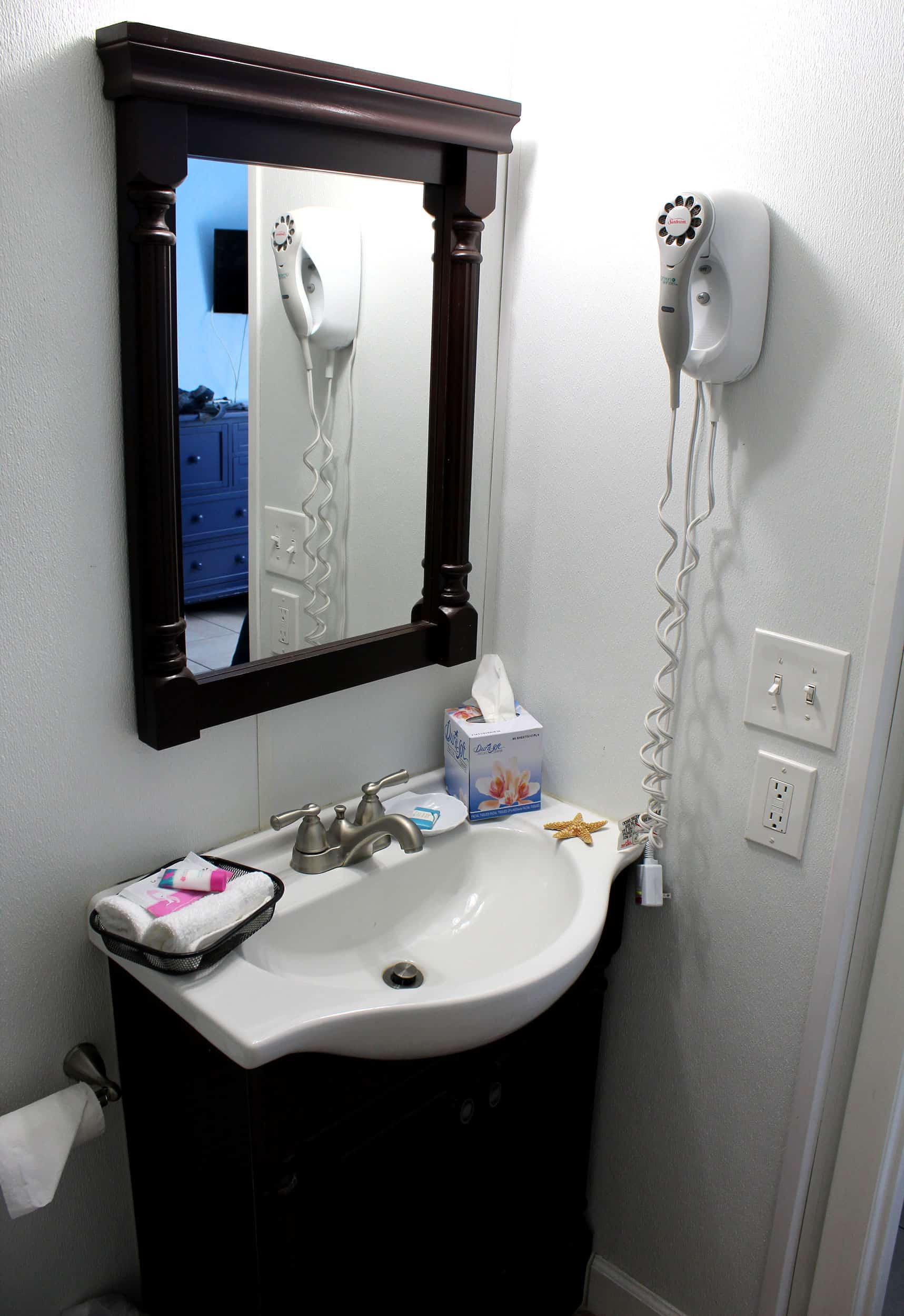 Bay Inn Standard Room | Bathroom | Rooms Available