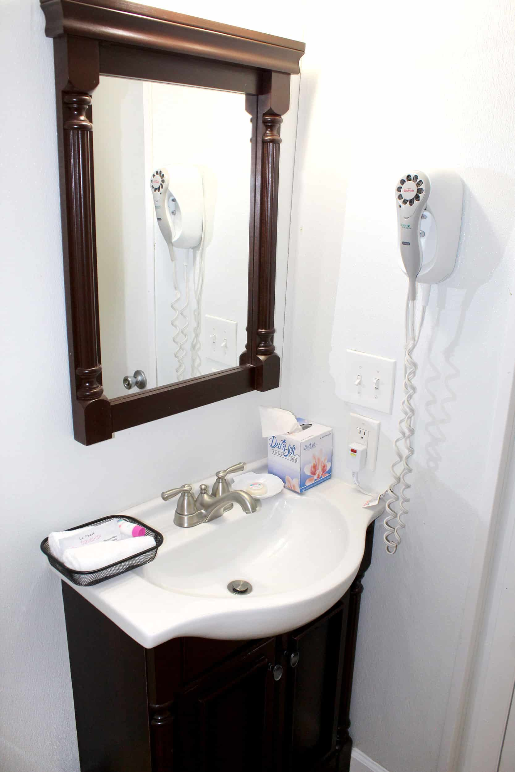 Bay Inn Bedroom Suite | Bathroom | Rooms Available