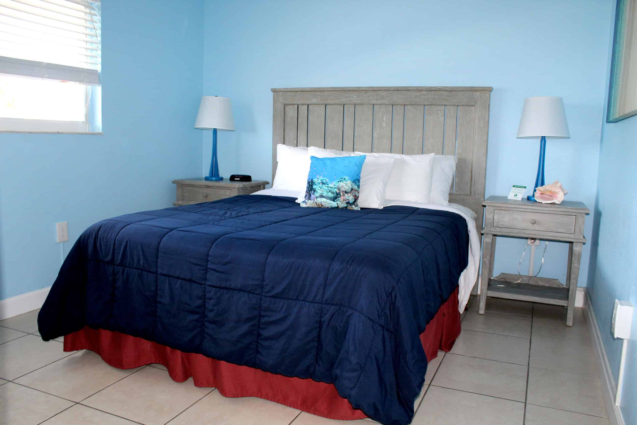 Bay Inn Bedroom Suite | Bedroom | Rooms Available