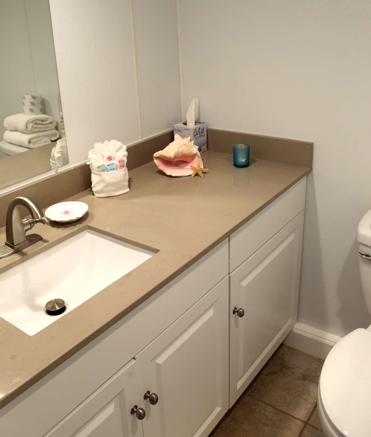 Bay Inn Deluxe Two Bedroom Suite | Bathroom | Rooms Available