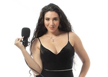 Angela-Hicks-promo-pic-1220-1-new